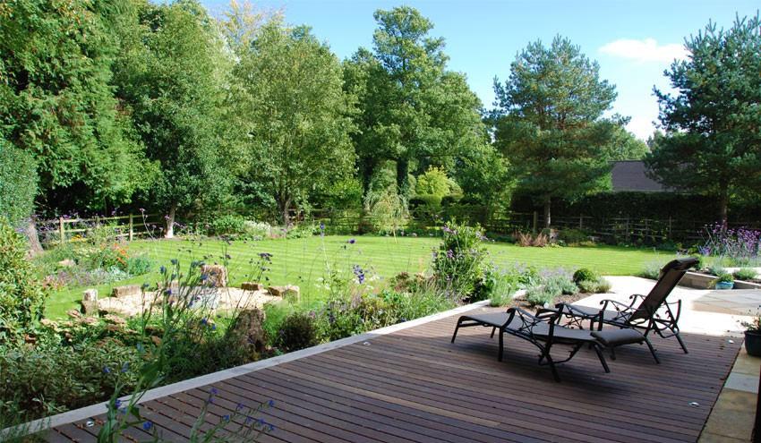 structured-garden-in-derbyshire-with-decking