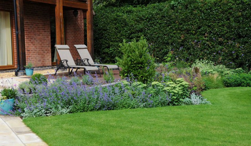 structured-garden-in-derbyshire-with-large-terrace