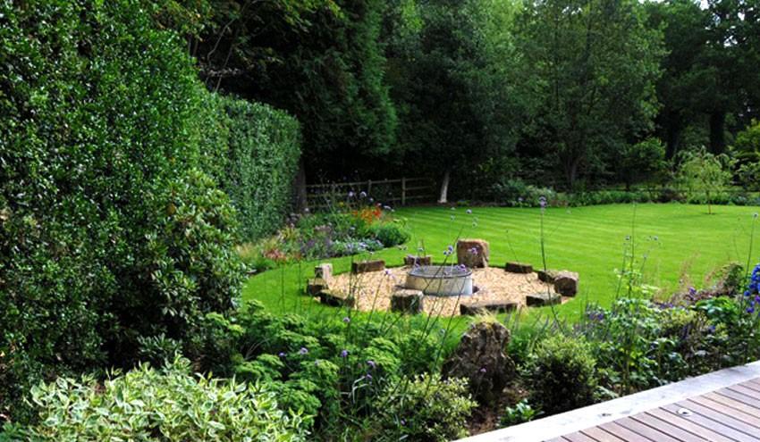 structured-garden-in-derbyshire-with-mature-shrub